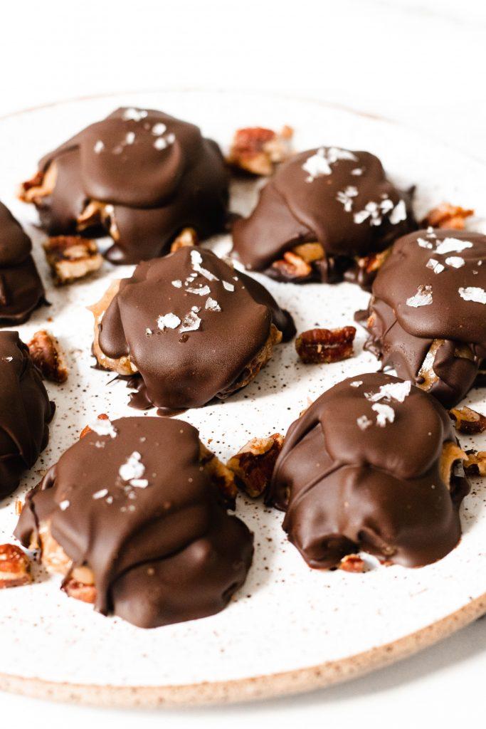 Vegan Freezer Pecan Turtles with Date Caramel - Daisybeet